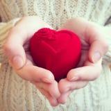 Serce teraźniejszy w rękach Fotografia Stock