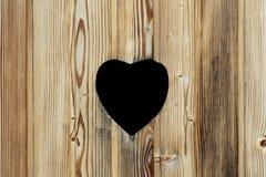 Serce w drewnianym drzwi Fotografia Royalty Free