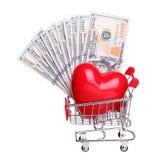 Serce w wózek na zakupy z gotówkowym pojęciem odizolowywającym Zdjęcie Stock