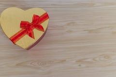Serce walentynek dnia prezenta kształtny pudełko zdjęcia stock