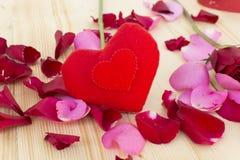 Serce z różami na drewnianym Fotografia Stock