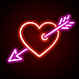 Serce z strzałkowatym neonowym znakiem Zdjęcia Stock