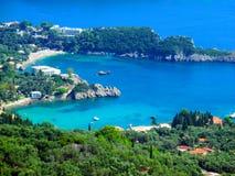 Sercowata zatoka, romantyczna, Paleokastrica plaża na Corfu Kerkyra zdjęcia stock