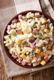 Serdecznie Hawajska sałatka z makaronem, baleron, ananas, cebula, cheddar Zdjęcia Stock