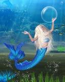 Sereia consideravelmente loura com fundo subaquático Foto de Stock Royalty Free