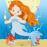 Sereia de sorriso pequena com pente e espelho Imagem de Stock