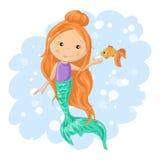 Sereia e peixe dourado bonitos dos desenhos animados Foto de Stock