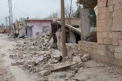 SYRISCHE ARMEE BOMBARDIERTE SEREKANIYE (RAS AL AYN). Stockbild