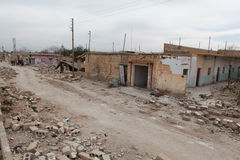 SYRISCHE ARMEE BOMBARDIERTES SEREKANIYE. Stockbilder