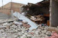 SYRISCHE ARMEE BOMBARDIERTES SEREKANIYE. Stockfotos