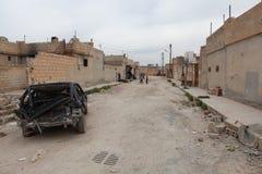 SYRISCHE ARMEE BOMBARDIERTES SEREKANIYE. Lizenzfreies Stockfoto
