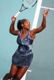 Serena Williams dient bij Open GDF Suez Stock Foto's