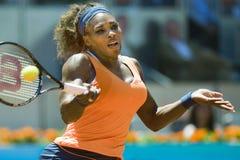 Serena Williams en la acción durante el tenis de Madrid Mutua abierto Imágenes de archivo libres de regalías