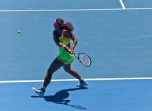 Serena Williams-het spelen in het Australian Open stock fotografie