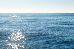 Serene Black Sea am Herbstmorgen nahe Jalta stockbild