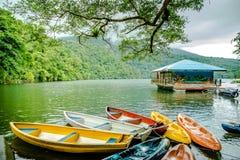 Serene Bulusan Lake chez Sorsogon, Philippines photo libre de droits