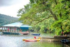 Serene Bulusan Lake chez Sorsogon, Philippines photos stock