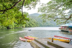 Serene Bulusan Lake en Sorsogon, Filipinas fotografía de archivo libre de regalías