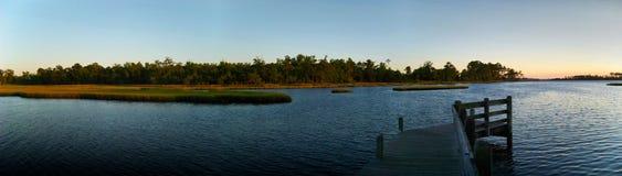 Serene Estuary panorâmico no por do sol Imagem de Stock