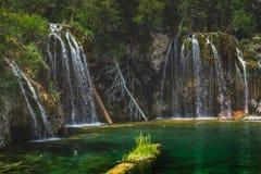 Serene Hanging Lake Waterfalls Images stock