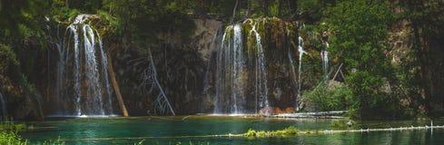 Serene Hanging Lake Waterfalls Photos stock