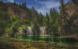 Serene Hanging Lake Waterfalls Photographie stock