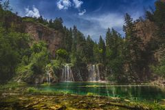 Serene Hanging Lake Waterfalls royalty-vrije stock afbeeldingen