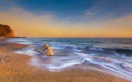 Serene South Dorset Beach e mare al tramonto Fotografia Stock Libera da Diritti