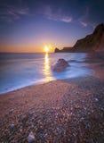 Serene South Dorset Beach et mer au coucher du soleil Photos stock