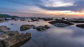 Serene Stone Rock Sea Beach fotografering för bildbyråer