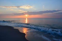 Serene Summer Sunrise Over Ocean Royalty-vrije Stock Foto