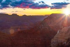 Serene Sunrise bei Grand Canyon Stockbild