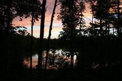 Serene Sunset View del hogar del lago Foto de archivo libre de regalías