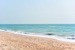 Serene Tropical Beach binnen cha-Am Stock Fotografie