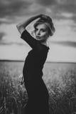 Serene Young Woman Enjoying en gå royaltyfri fotografi