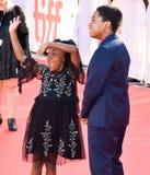 Serenety Brown e Isaac Brown no festival de cinema do international de toronto foto de stock
