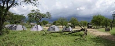 Serengeti-Zeltplatz Lizenzfreie Stockfotos