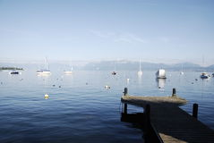 Serenidad a lo largo del lago fotografía de archivo libre de regalías