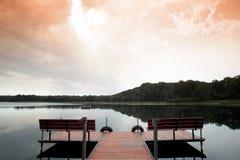Serenità crepuscolare dal lago Immagine Stock
