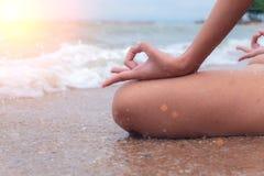 Sereniteit, meditatie en yoga het praktizeren Royalty-vrije Stock Afbeeldingen