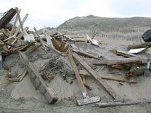 Serge de tempête et un rivage endommagé photos libres de droits