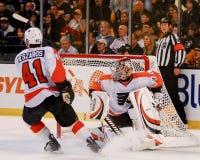 Sergei Bobrovsky Philadelphia Flyers y Andrej Meszaros Foto de archivo