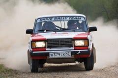 Sergey Petrov auf Lada an der russischen Sammlung Stockfotografie