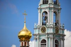 Sergiev Posad修道院的大钟楼的时钟 Sergiev Posad,俄罗斯 库存照片