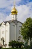 Sergiev Posad,俄罗斯 在Radonezh Sergius附近寺庙的疆土  免版税库存图片