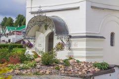 Sergiev Posad,俄罗斯 在Radonezh Sergius附近寺庙的疆土  库存照片