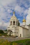 Sergiev Posad,俄罗斯 在Radonezh Sergius附近寺庙的疆土  免版税库存照片