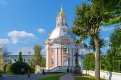 Sergiev Posad, Ryssland - September 2, 2018: Helig Treenighet av St Sergius Lavra Kyrka av den Smolensk symbolen av modern av gud royaltyfria bilder