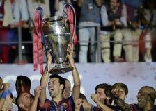 Sergio Busquets podnosi UEFA champions league trofeum Obrazy Stock
