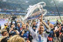 Sergio Ramos trzyma mistrz filiżankę fotografia royalty free